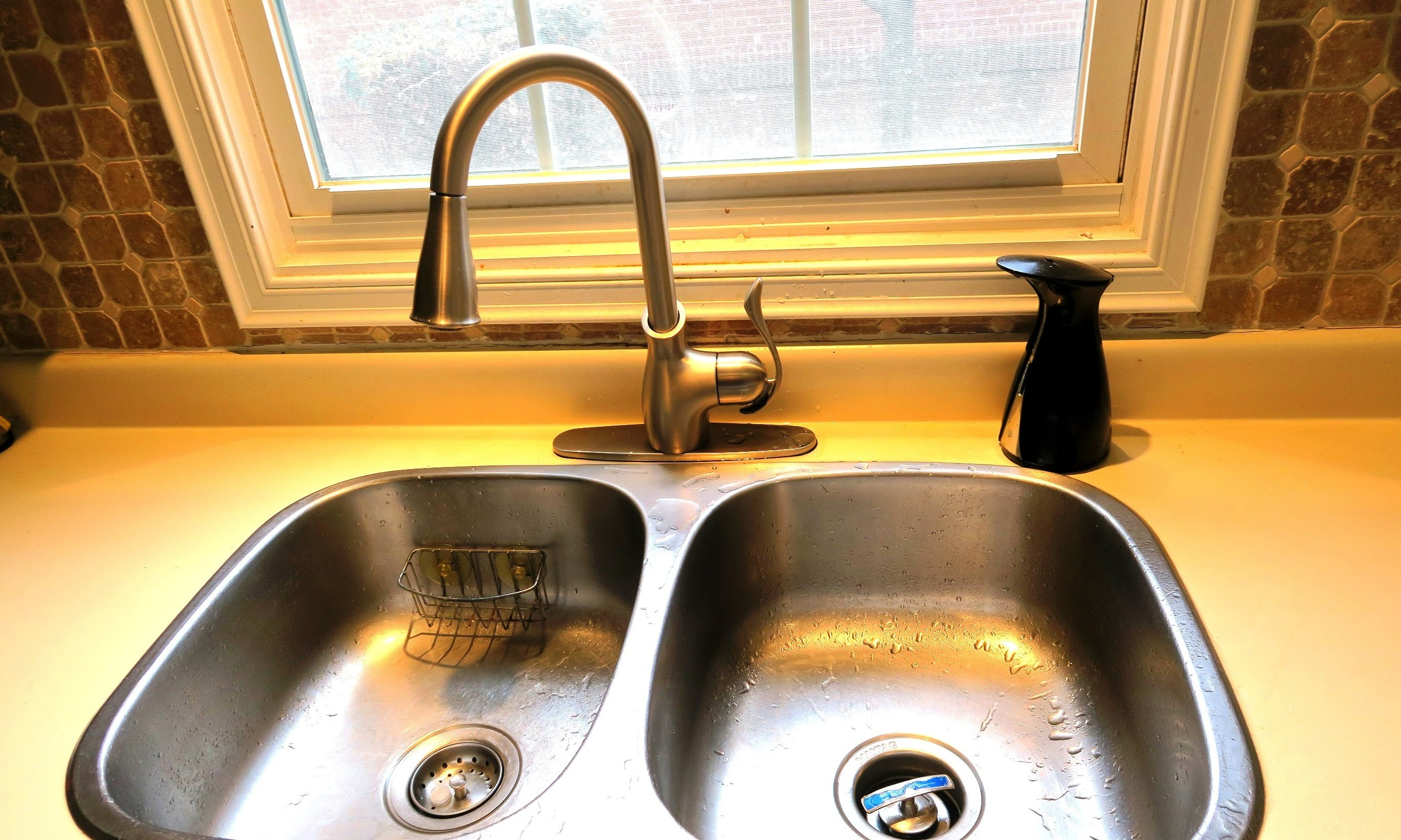 Get rid of a rusty kitchen faucet